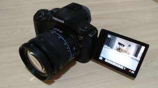 Samsung NX20 DSLR with 2 Lenses (50mm & 200mm)