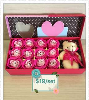 ⚡️❗️FLASH DEAL @ $19❗️⚡️Gorgeously Handmade flower soap roses gift box🎁 IDEAL GIFT FOR VALENTINE'S DAY/BIRTHDAY/ANNIVERSARY/MOTHER'S DAY😄12 stalks of scented roses🌹+ a cutie bear *FREE greeting card upon request*