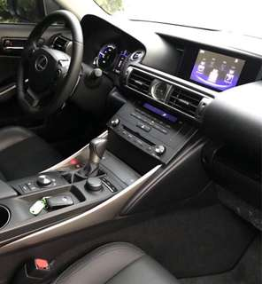 2015年 Lexus  is300h(油電)