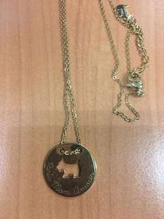 Agatha 	Short necklace, disc pendant with cut-out Scottie - Gold