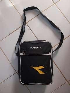 DIADORA tas selempang,sling bag kondisi LIKE NEW