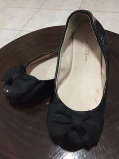 Ruby & Bloom Black Shoes with Bow