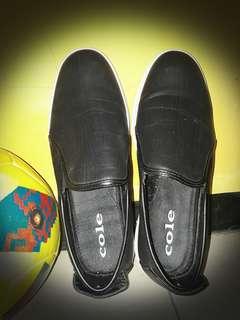 Sepatu cole ... pemakaian satu kali barang masih bagus no 42 harga bisa nego ..