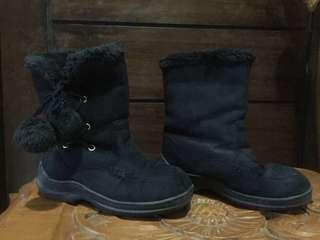 Sepatu boot pompom