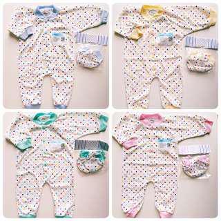 🚚 (0-3M) 3pcs Newborn baby Sleepsuit gift set Jumpsuit Pyjamas romper Libby polkadot with mittens booties