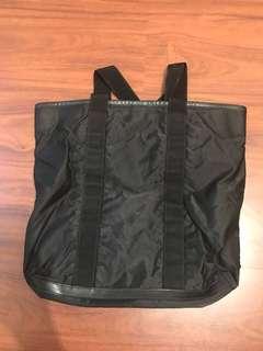 Prada 黑色側背袋