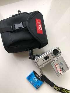 🚚 JVC 專業攝影機數位相機DV 整組 再送充電組 誠可議價