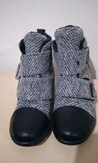 🚚 灰色短靴