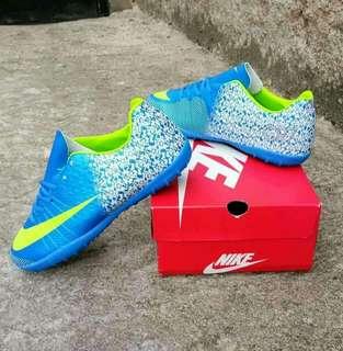 Sepatu Sneaker/Futsal pria