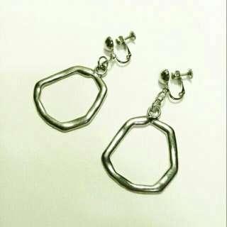 🚚 不規則塊狀金屬鏤空耳夾耳環