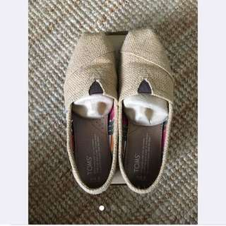 LOOKING FOR: TOMS same Color & Style
