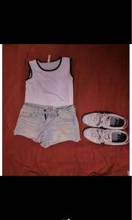 🚚 短袖黑白素色上衣+淺色破洞超短褲