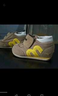 Mizuno shoes for kids