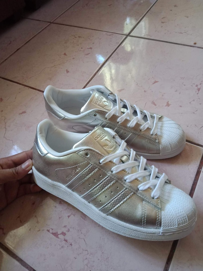 8b36f701e ADIDAS SUPERSTAR SILVER 💯 FROM LONDON. USED ONLY ONCE