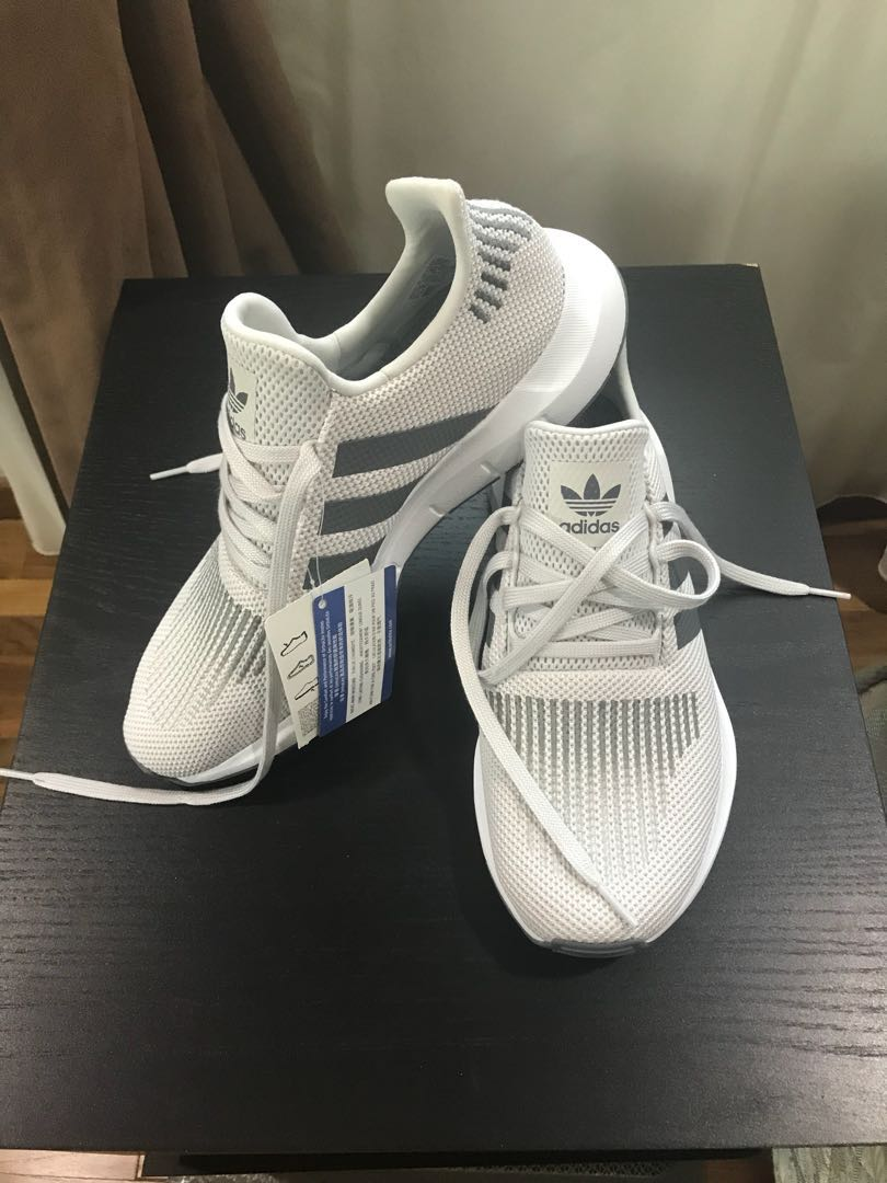 Adidas Run Swift Grey Sneakers, Herrenmode, Schuhe