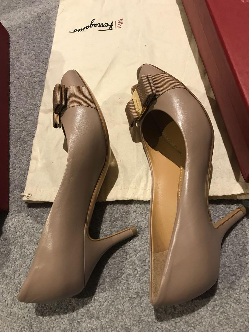 Ferragamo high heel in nude size37