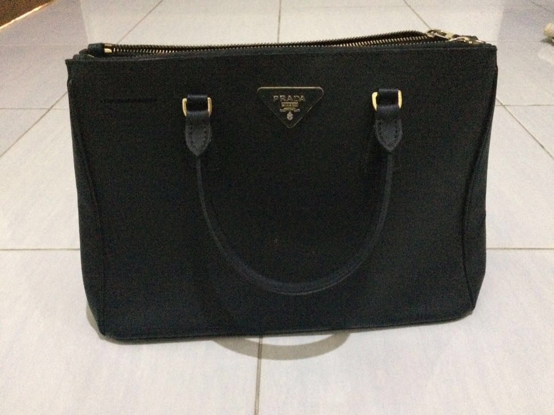 ... cheapest jual prada bag saffiano preloved fesyen wanita tas dompet di  carousell b1fd9 e8255 cdc9e2f112