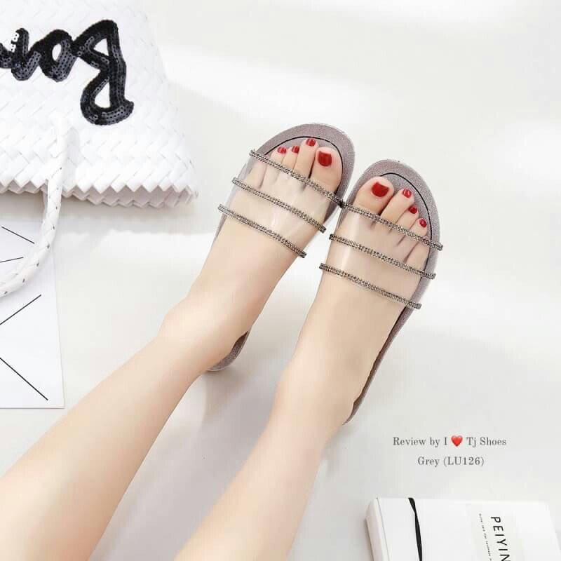 faf693af9 Slipper, Women's Fashion, Shoes, Flats & Sandals on Carousell