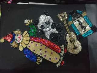 服裝配料精緻閃閃珠片拼圖(金色結他+黑白紅貓+藍白播放機+七彩小丑)Clothing ingredients-Exquisite sparkling bead puzzle (golden knot + black and white red cat + blue and white player + colorful clown)