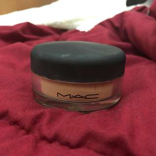 Mac loose powder shade: medium