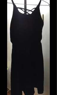 🚚 二手-雙面可穿 交叉線條 小性感黑色縮腰洋裝