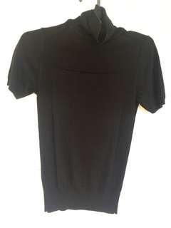 Black knit short sleeve turtleneck blouse top / Atasan rajut hitam lengan pendek