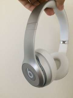 Wireless beats solo 2