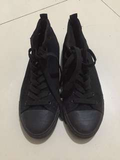 🌻black hi-cut shoes (korean brand)🌻