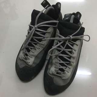 Quechua climbing shoe