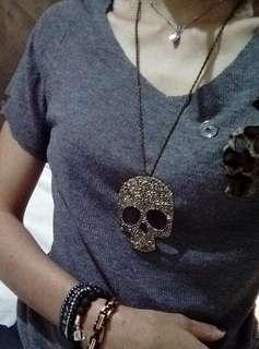 Big size skull  pendant necklace.. Barang baru harga second