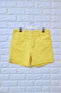 🚚 【喵姆的店】二手專區 bossini 堡獅龍 卡其 休閒 短褲 亮黃色 九成新
