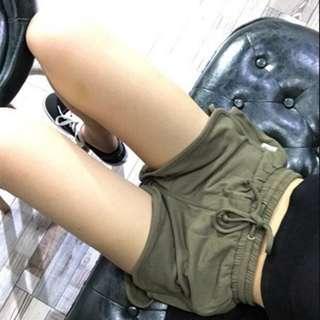 🚚 軍綠色休閒短褲
