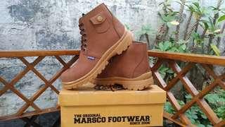 Safety boots saku