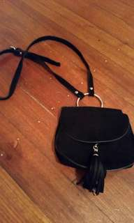 Black mini bag with fring tessel and silver circle ring