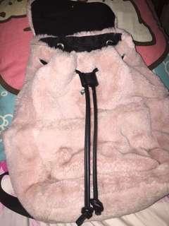 Ransel fluffy stradivarius