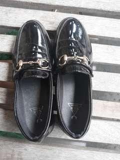 Black Loofer