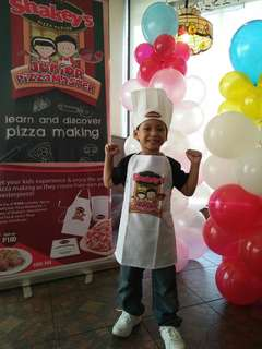 shakeys apron and hat