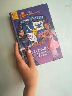 This is descendants book pede po regalo sa inyo pong mga kiddos