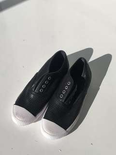99% NEW SEED SHOES // SIZE37