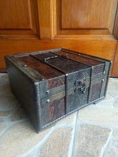Vintage Wood Treasure Chest/Jewellery Box