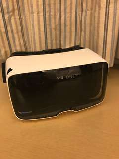 ZEISS VR ONE PLUS VIRTUAL REALITY HEADSET (BRAND NEW NEVER USED)