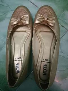 Flat shoes merek vote
