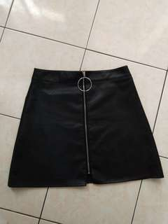 PU leather O ring A line black skirt