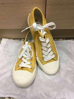 黃色餅乾鞋