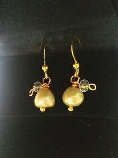 🚚 Handmade Dangling Green 🍐 Pearl Earrings