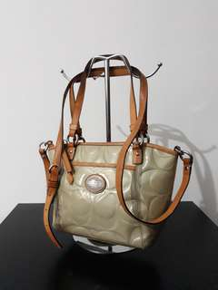 Original COACH classic mono C vernis hand bag / sling bag.