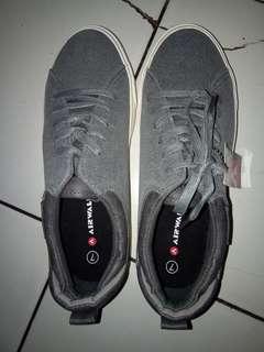 Sepatu air walk grey , size 38 23cm