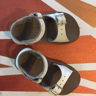The Original Salt-water Sandal surfer white size 6