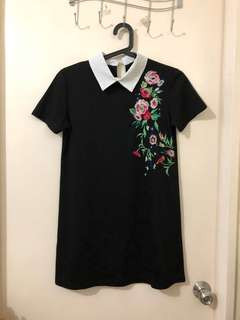 Embroidered collar dress. Small-medium. No flaw and very good condition