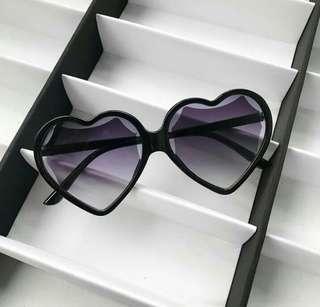 Love sign sunglasses